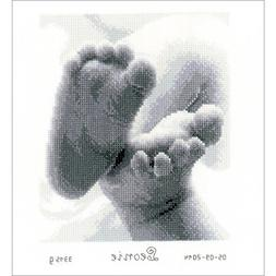 baby feet birth record aida
